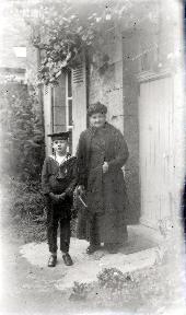 B090 Le petit mousse avec sa grand-mère