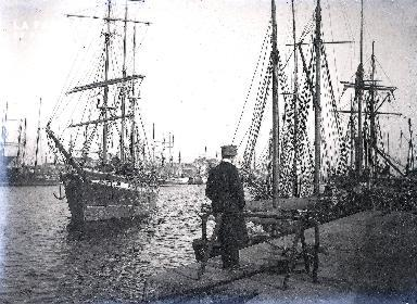 C001 Au bord du quai