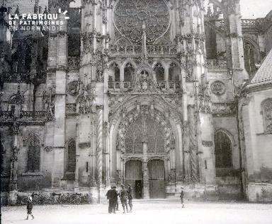 C001 L'entrée de la cathédrale