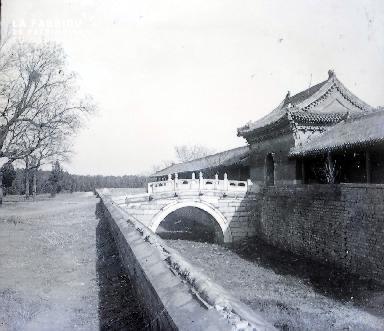 C001 L'entrée du palais