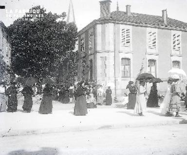 La procession des ombrelles