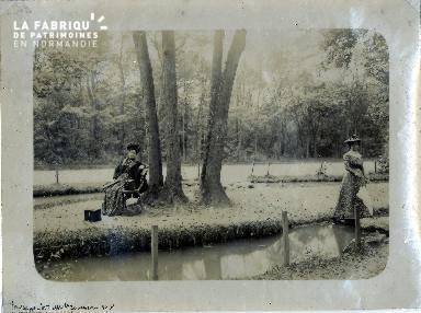 SV005 Madame et Mademoiselle Jouineau 1901