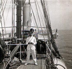 C007 Le marin photographe