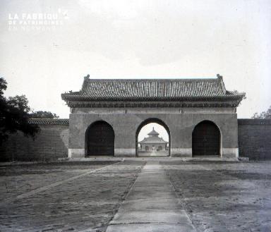 C008 l'entrée du temple