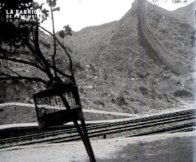 C008 Les rails et la muraille