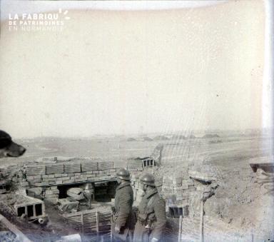 C009 Deux soldats et 1 chien