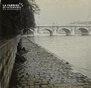 C010 Paris quai de seine