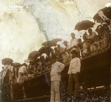 Les spectateurs aux parapluie