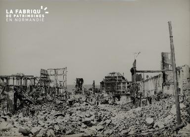 Rouen, vue de la place de la République, en direction du théâtre des A