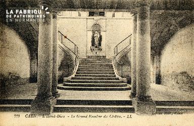 Caen, Hôtel-Dieu (le grand escalier du cloître)