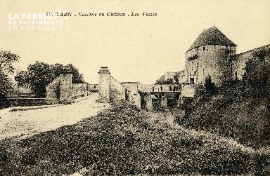Caen, la caserne du château et les fossés