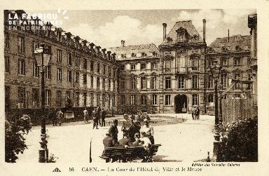 Caen, la cour de l'Hôtel de ville et le musée