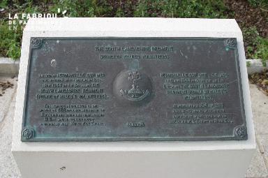 Stèle commémorative à Hermanville-sur-Mer