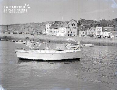 Granville C Barque dans le port 1