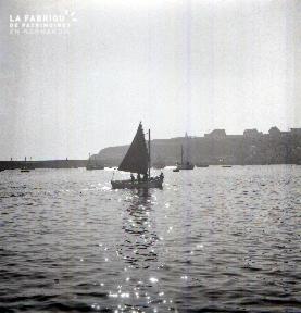 Granville D barque à voile