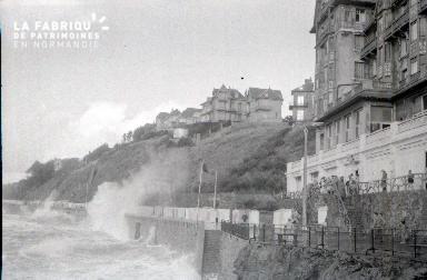 Granville D Les vagues 8