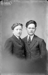 B001 Portrait deux jeunes hommes