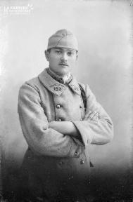 B001 Portrait d'un militaire