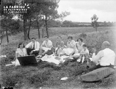 B002 Déjeuner sur l'herbe