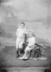 B002 Deux enfants