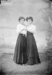 B002 Deux femmes 2