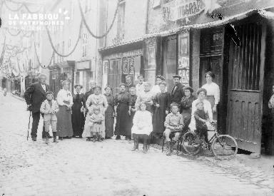Groupe devant P.Hay photographe