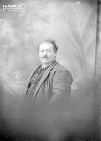 B004 Portrait d'un homme