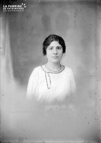 B004 Portrait femme 4