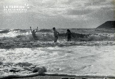 B005 Bain sur la plage