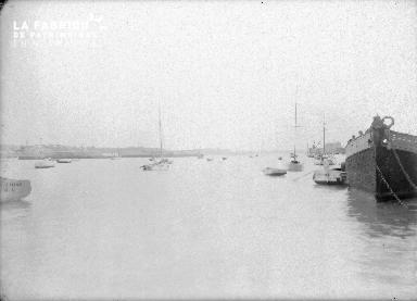 B005 Granville vue du port