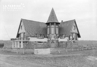 B005 Julouville église