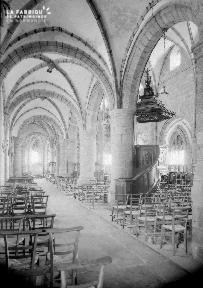 B007 Granville intérieur d'une église