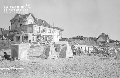 B007 Granville plage devant la papotière 2