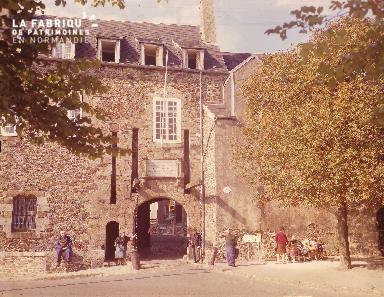 B007 Granville porte de la vieille ville