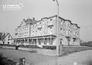 B007 Jullouville Hotel du Casino 4