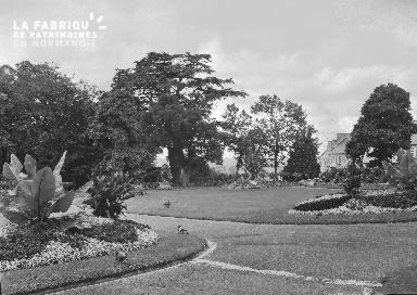 B008 Avranches jardin public 3