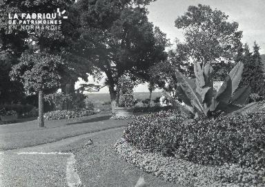 B008 Avranches jardin public 7