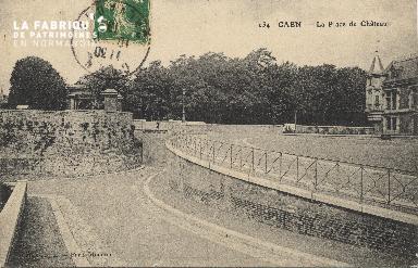 cl 01 111 Caen la place du château