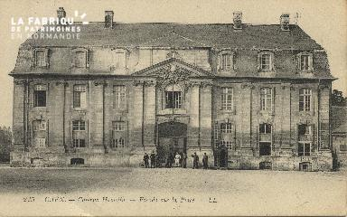 cl 01 185 Caen caserne Hamelin - façade sur la place