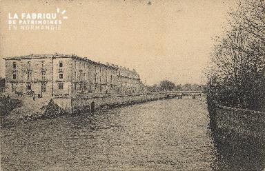 cl 01 188 Caen vue sur l'Orne- Caen- la caserne Hamelin, prise au barr