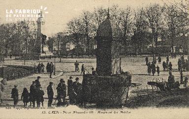 cl 01 213 Caen- place Alexandre III, monument des mobiles