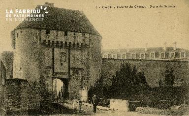 cl 02 036 Caen - Caserne du Château- porte de secours