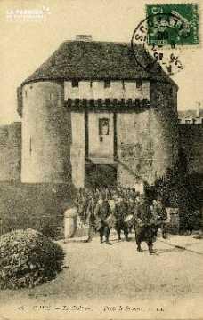 cl 02 041 Caen le château  porte de secours