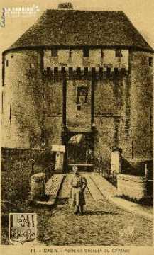cl 02 042 Caen le château  porte de secours