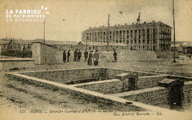cl 02 050 La  nouvelle caserne d'Artillerie - un des principaux bâtime