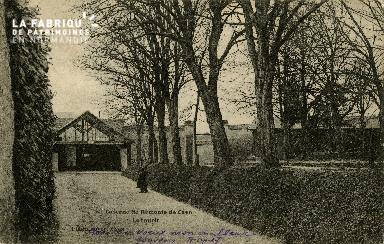 Le trottoir de la caserne de Remonte de Caen