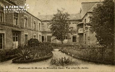 cl 02 132 Pensionnat St-Michel de Vaucelles Caen- Vue prise du Jardin