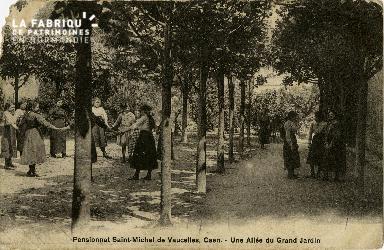 cl 02 134 Pensionnat St-Michel de Vaucelles Caen- Une allée du Grand J