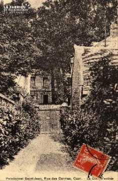 cl 03 147 Caen- Pensionnat St-Jean, rue des Carmes - cour d'entrée