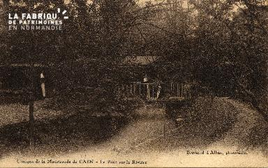 cl 03 167 Caen - clinique de la miséricorde- le pont sur la rivière